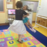 抱っこしてビューんwww|子ども英会話教室エンデバー通信0702